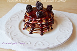 Pancakes cu sos de mure – fara gluten si lactoza